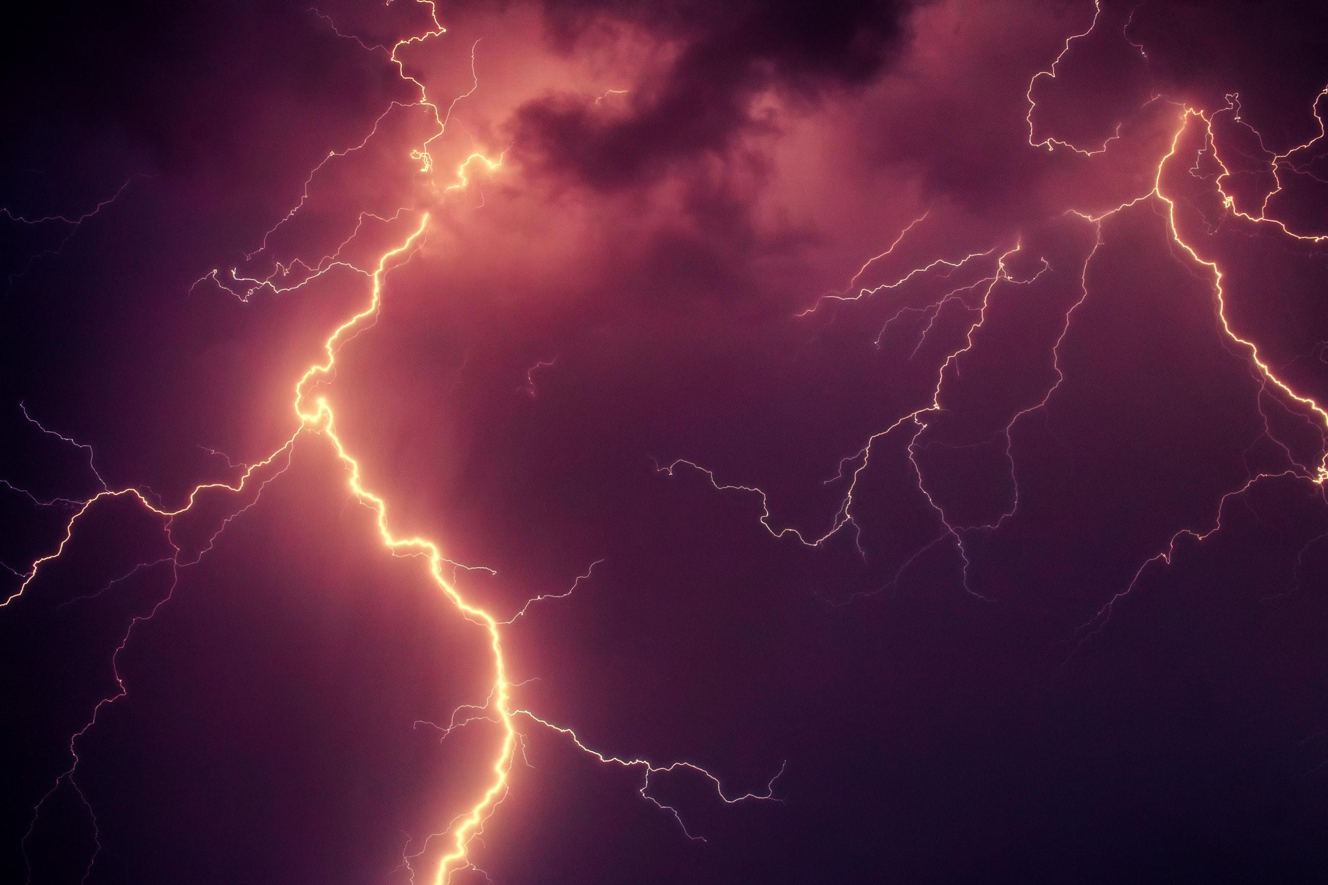 clouds-dark-lightning-1118869